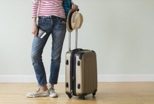 Walizka na kółkach na bagaż podręczny. Fotografia: cdn.images.dailystar.co.uk.